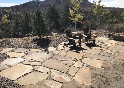 landscaped patio with flagstone